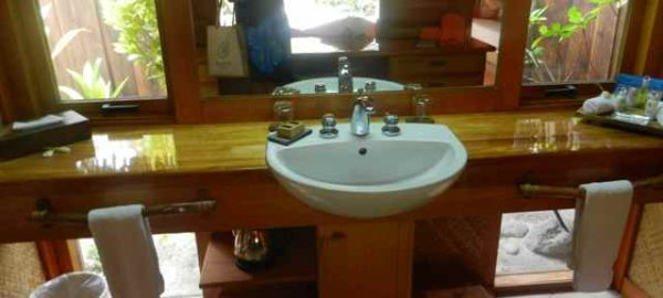 Bora Bora Pearl bathroom