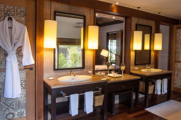regis reef side bathroom