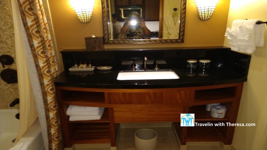 Aulani-studio-bathroom