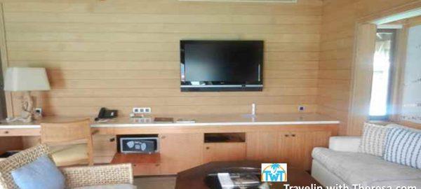 2 bedroom overwater livingroom