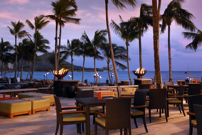 sheraton-waikiki-Dining-Ocean-View