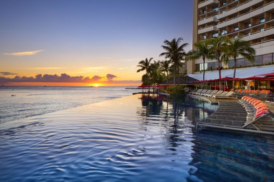 the-edge-of-sheraton-waikiki-infinity pool