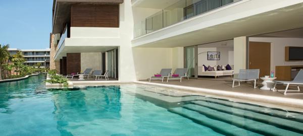 Breathless Cancun Presidential pool