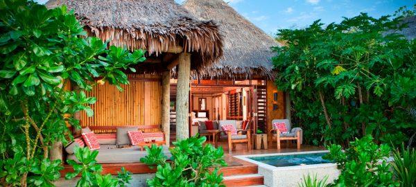 Likuliku-beach pool bungalow