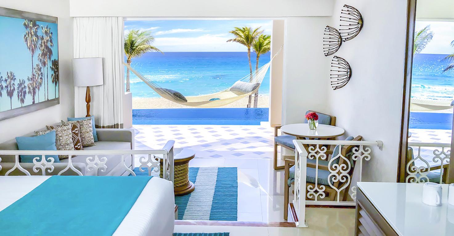 Panama-Jack-Resorts-Cancun-Junior-Suite-Beachfront-Infinity-Swim-Up