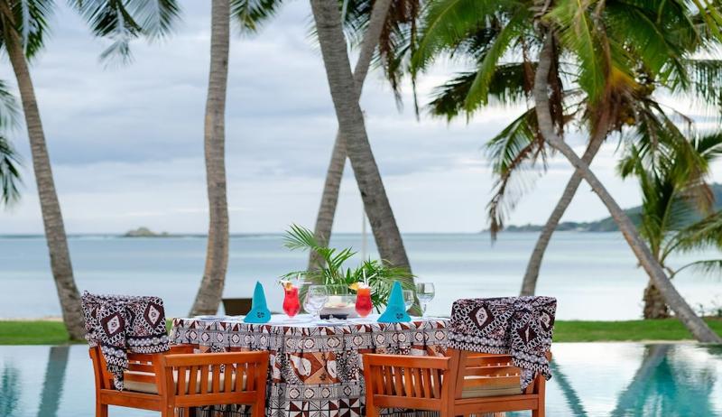 tropica dinner setting