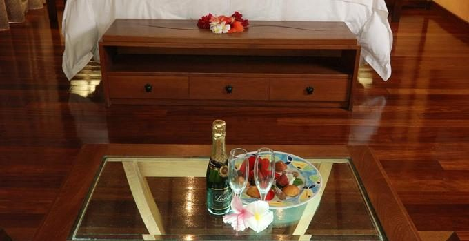 hilton moorea overwater welcome champagne