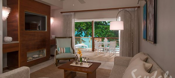 Water's Edge Hny Two-Story Butler Villa King Bed access to beach with Balcony - HBW
