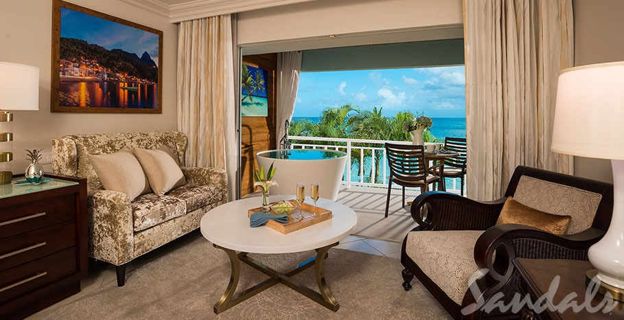 Emerald Beachfront Club Jr Suite w/ Balcony livingroom