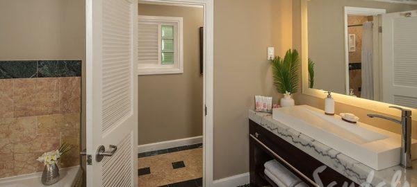 Sunset Bluff Oceanfront Two Story One Bedroom Bathroom - BP