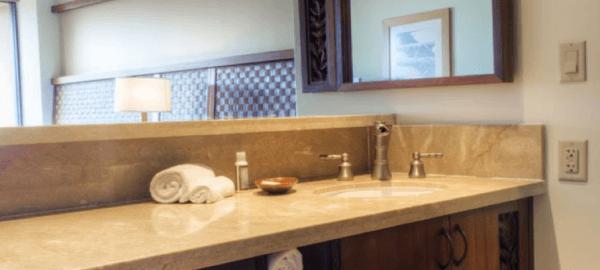 lahaina bathroom