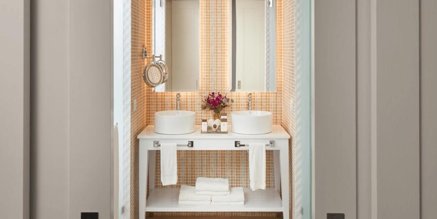 azul negril bathroom