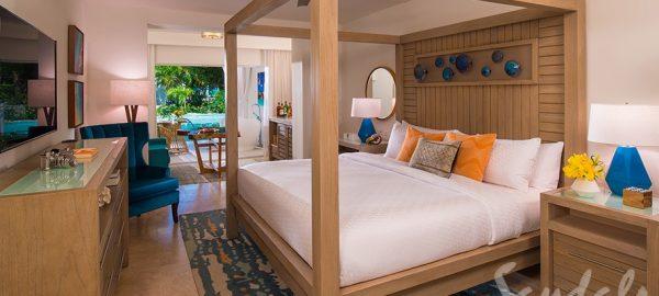 Beachfront Swim-up Honeymoon One-Bedrm Butler Suite w/ Patio Tub - HSB1B
