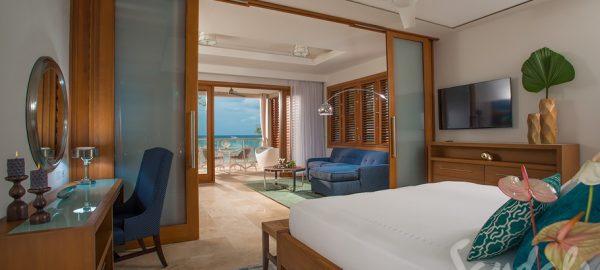 Beachfront Romeo & Juliet One-Bedroom Butler Villa King Bed - RJ