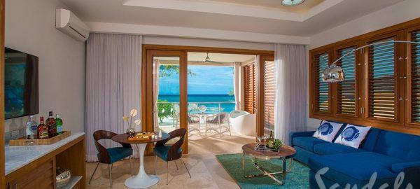 Beachfront Romeo & Juliet One-Bedroom Butler Villa Living Room- RJ