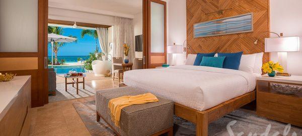 Beachfront Swim-up Honeymoon One-Bedroom Butler Suite w/ Patio Tranquility Soaking Tub - HSB1B