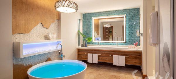 Beachfront Swim-up Millionaire One Bedroom Butler Suite Bathroom- SM1B