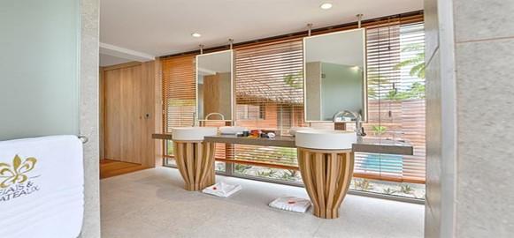 le bora beach bathroom