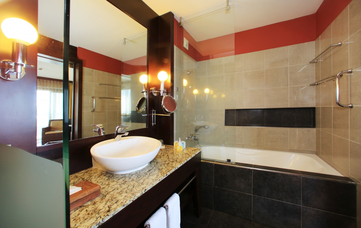 tahiti pearl premium deluxe bathroom