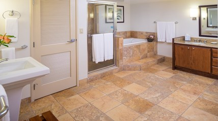 beach club maui suite bathroom