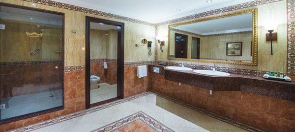 riu palace suite bathroom